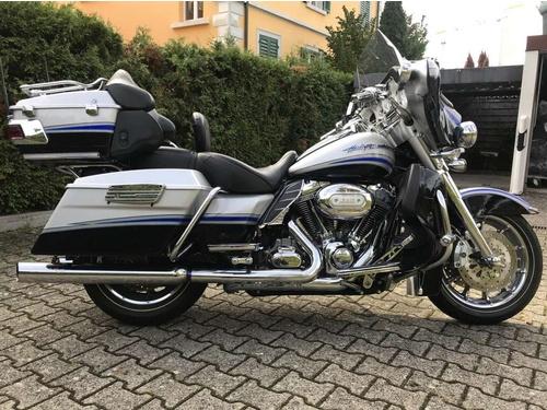Harley-Davidson FLHTCUSE 1800 El. Gl. FLHTCUSE 1800 El. Gl. CVO AB